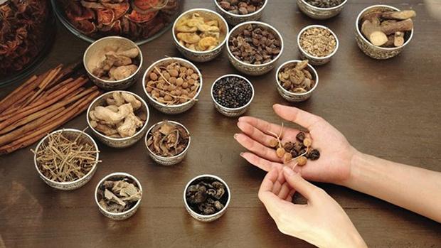Uống thuốc tây thuốc bắc nhiều có ảnh hưởng đến kinh nguyệt không?