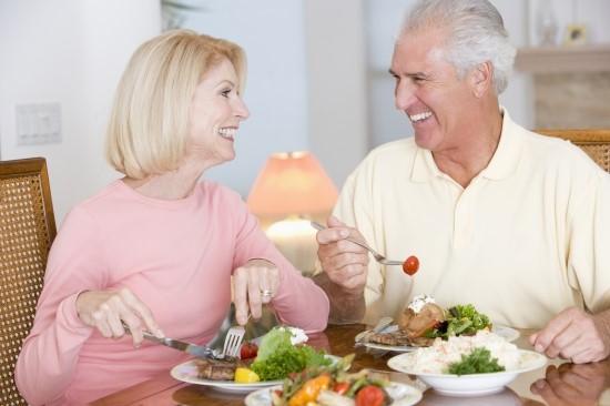 Làm thế nào để kích thích ăn uống cho người già